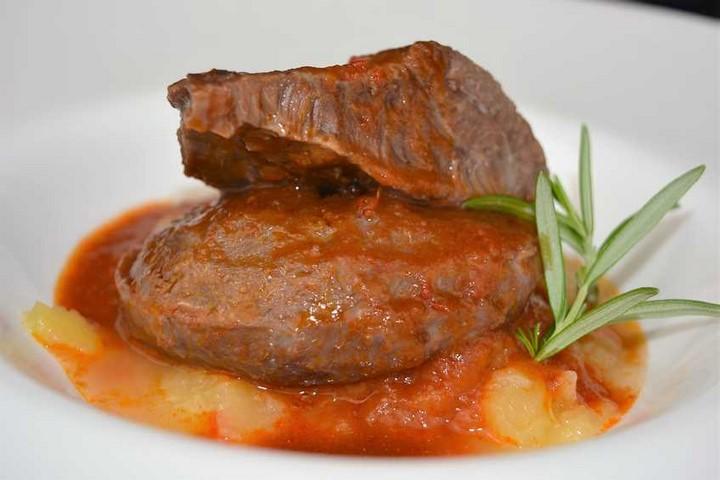 Carrilleras con salsa de Rioja y puré de manzana | Javier Romero Cap. 119 - Temporada 2