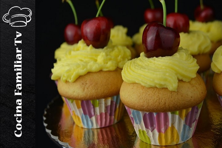 Cupcakes de cereza con buttercream de queso y merengue l Cocina familiar TV