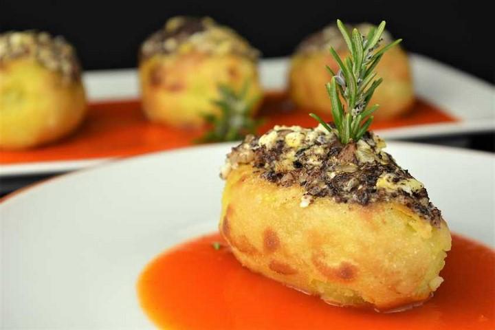 Patatas rellenas con  revuelto de morcilla. Programa nº 14