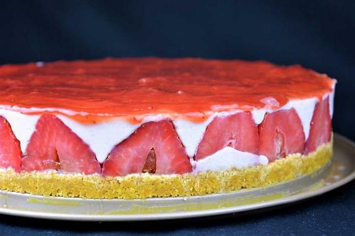 Tarta cuajada de yogur y fresas. Programa Nº 5
