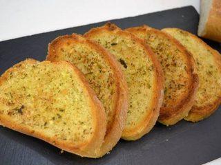 Como se hace el pan de ajo | Javier Romero