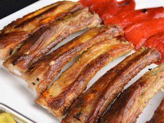 Costilla de cerdo al ajillo con pimientos confitados. Programa nº 146