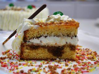 Tarta de cumpleaños con bizcocho